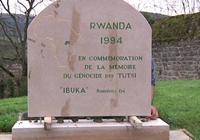 Stèle hommage au génocide tutsi